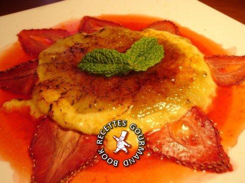 crème,crème brûlée,fraises,rhubarbe,jus de fraises